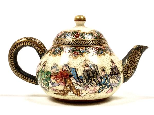 Japanese Satsuma pottery wine pot - image 2