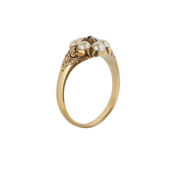 A Pearl Diamond cluster ring - image 2
