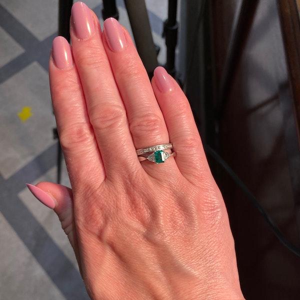 Emerald Diamond Ring in 18ct White Gold date circa 1980 SHAPIRO & Co since1979 - image 14