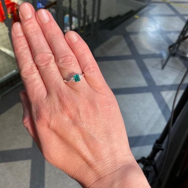 Emerald Diamond Ring in 18ct White Gold date circa 1980 SHAPIRO & Co since1979 - image 3