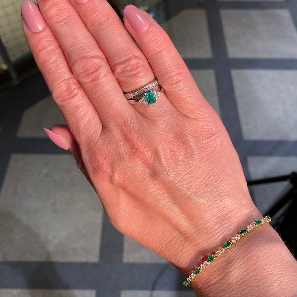 Emerald Diamond Ring in 18ct White Gold date circa 1980 SHAPIRO & Co since1979 - image 13