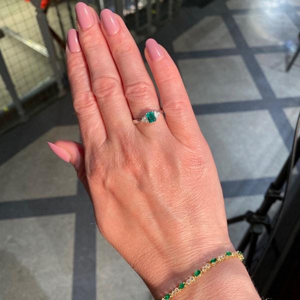 Emerald Diamond Ring in 18ct White Gold date circa 1980 SHAPIRO & Co since1979 - image 2