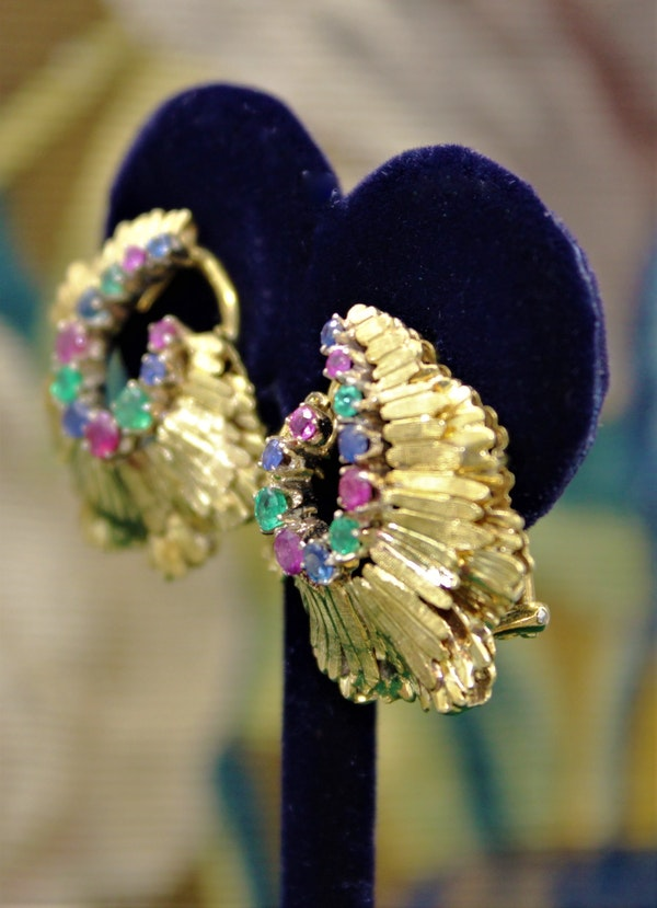 A very fine pair of Sapphire, Ruby & Emerald Earrings set in 18ct Yellow Gold, English, Circa 1980 - image 3