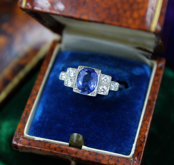A very fine Art Deco Style Sapphire and Diamond Ring mounted in Platinum, Mid - Late 20th Century - image 1