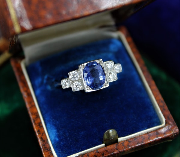 A very fine Art Deco Style Sapphire and Diamond Ring mounted in Platinum, Mid - Late 20th Century - image 2