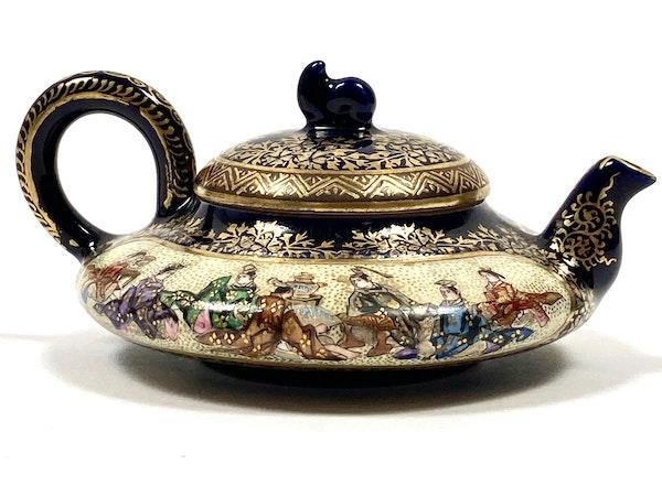 Miniature Satsuma wine pot - image 2