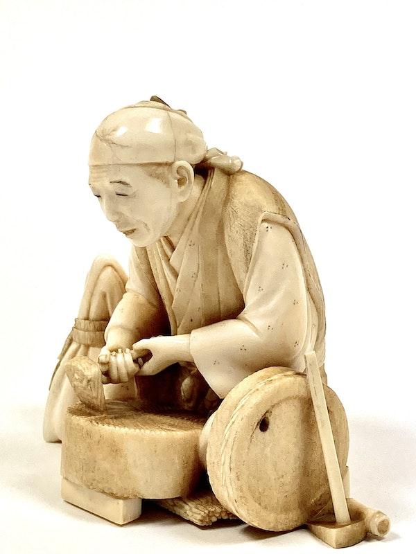 Okimono of an artisan - image 3