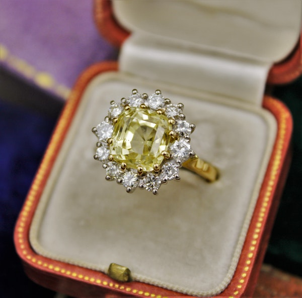 A very fine Natural Yellow Sapphire & Diamond Ring set in 18ct White & Yellow Gold, Circa 1985 - image 1