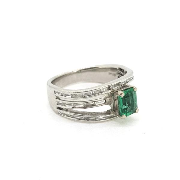 Emerald and Diamond ring - image 4