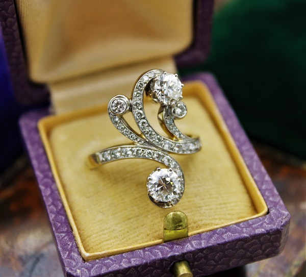 A very fine Belle Epoque Diamond Ring mounted in 18ct Yellow Gold & Platinum, French, Circa 1905 - image 1