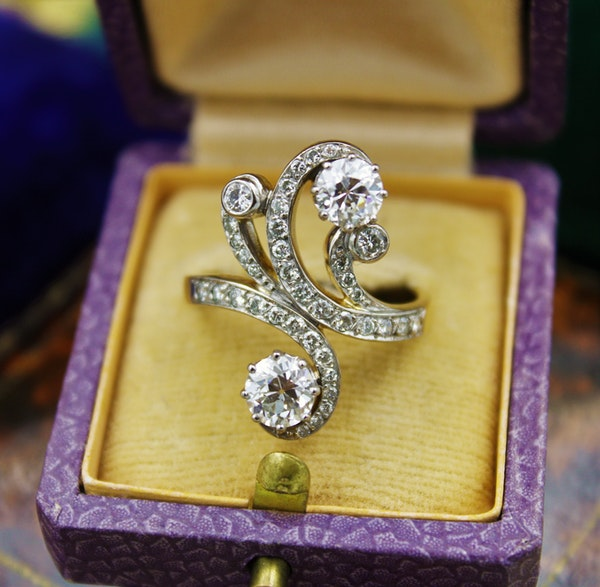 A very fine Belle Epoque Diamond Ring mounted in 18ct Yellow Gold & Platinum, French, Circa 1905 - image 2