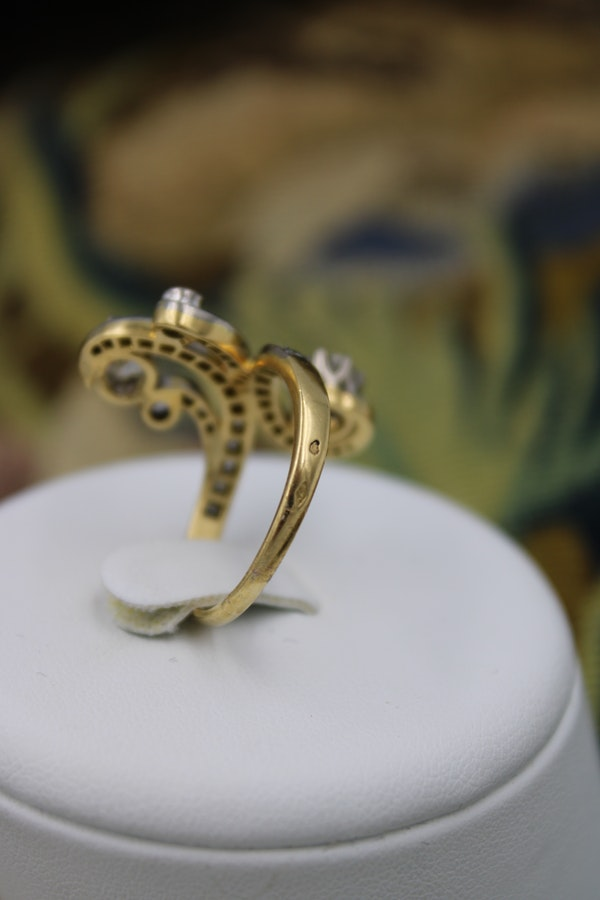 A very fine Belle Epoque Diamond Ring mounted in 18ct Yellow Gold & Platinum, French, Circa 1905 - image 4