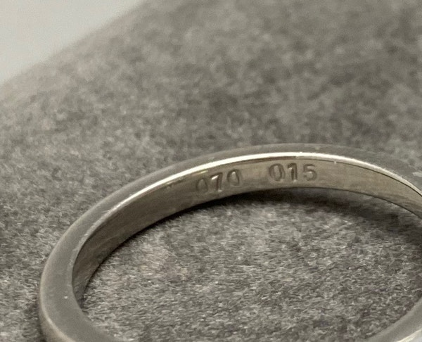 Diamond Ring in Platinum Oval Cut Diamond 0.70ct date London 2006 SHAPIRO & Co since1979 - image 8