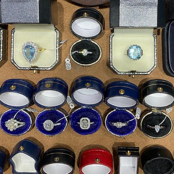 Diamond Ring in Platinum Oval Cut Diamond 0.70ct date London 2006 SHAPIRO & Co since1979 - image 10