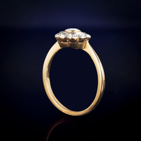 An eighteen carat Gold Daisy Diamond ring - image 2
