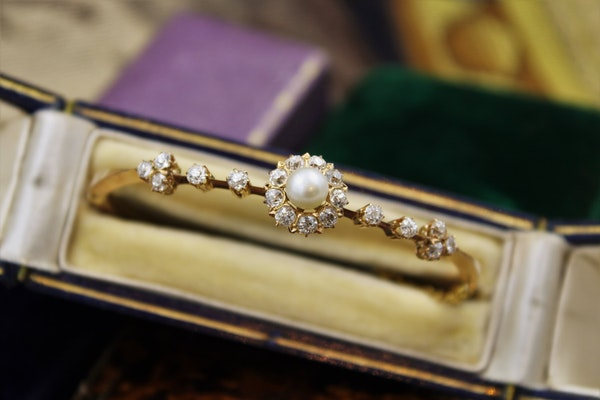 A very fine Victorian Pearl & Diamond Cluster Bangle set in High Carat Yellow Gold, English, Circa 1900 - image 3