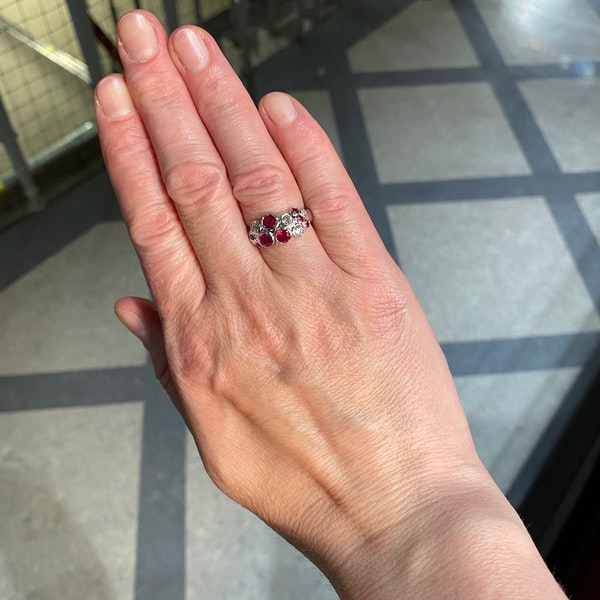 Ruby Diamond Ring in 18ct White Gold date circa 1990 SHAPIRO & Co since1979 - image 1