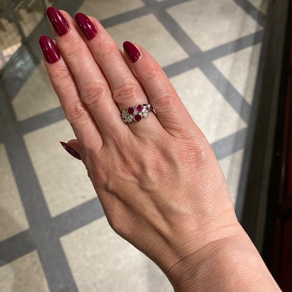 Ruby Diamond Ring in 18ct White Gold date circa 1990 SHAPIRO & Co since1979 - image 2