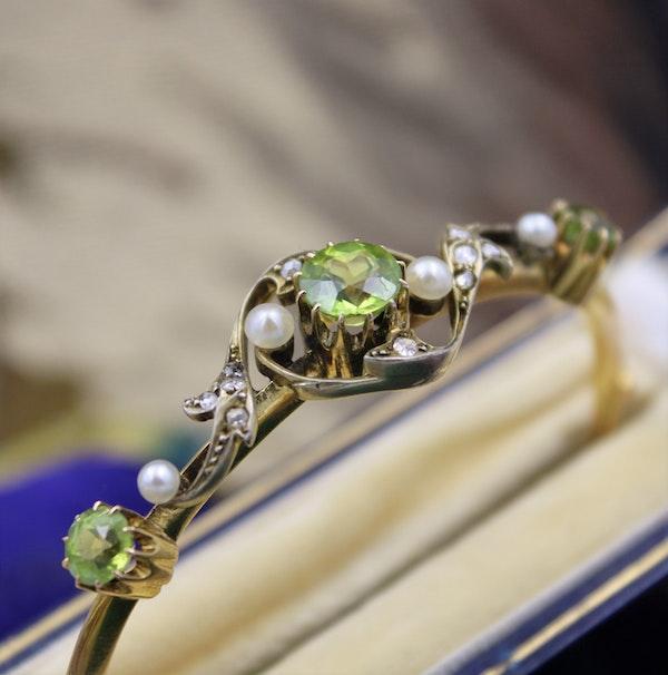 A very fine Peridot, Diamond and Pearl Bangle mounted in 15ct Yellow Gold, English, Circa 1905 - image 2
