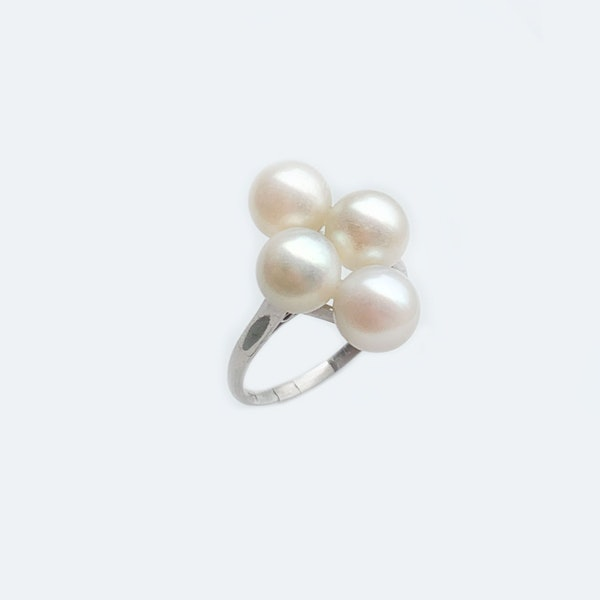 A four Cultured Pearl Platinum Ring - image 2