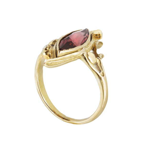 A Garnet and Gold ring - image 2