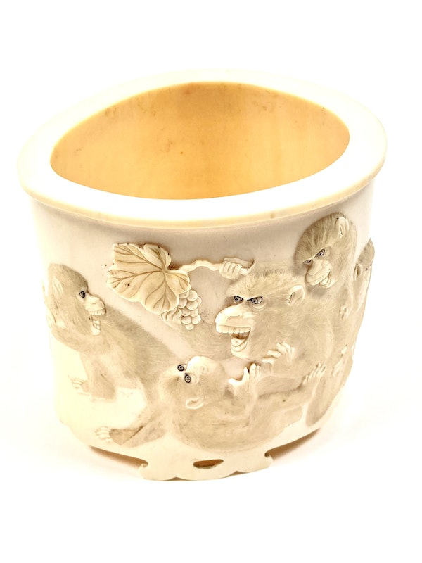 Japanese Ivory box and cover - image 10