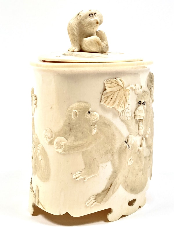 Japanese Ivory box and cover - image 3