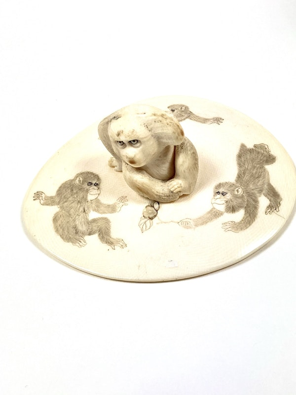 Japanese Ivory box and cover - image 11