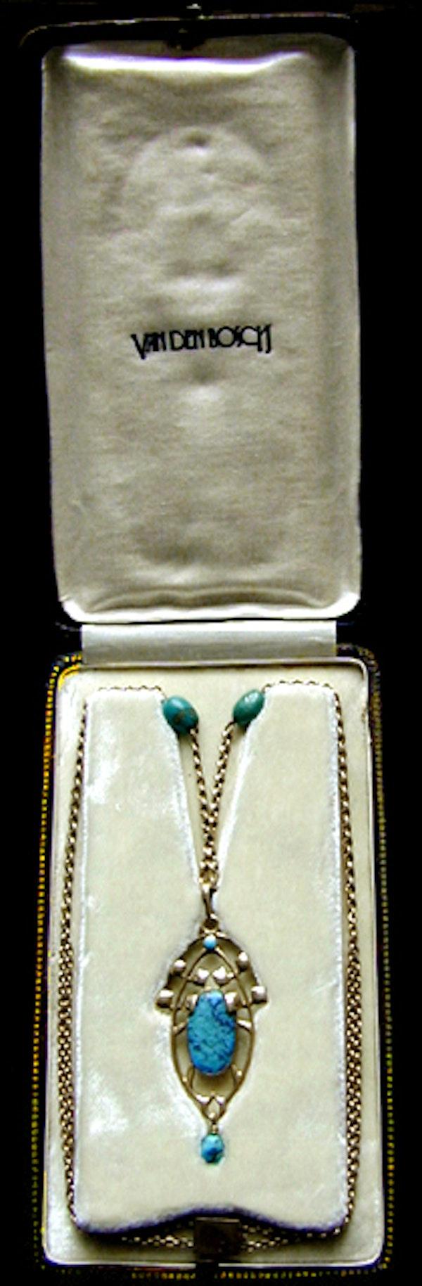 Archibald Knox for Liberty & Co. An Arts & Crafts / Art Nouveau Gold turquoise pendant. Circa 1900. - image 4