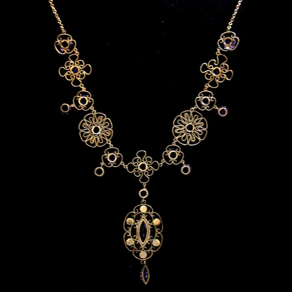 Liberty & Co. An Arts & Crafts delicate gold necklace set  amethysts. 1906 / 1907. - image 2