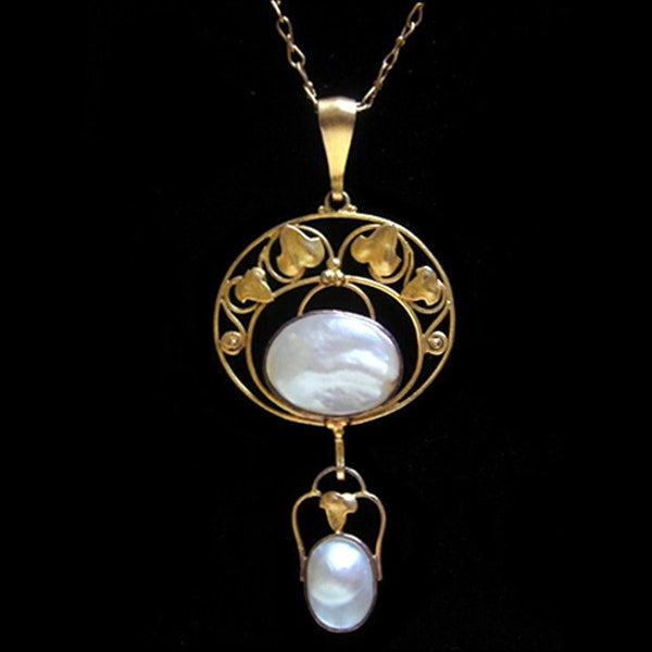 Liberty & Co. An Arts & Crafts / Art Nouveau gold necklace set mother of pearl. Circa 1900. - image 1
