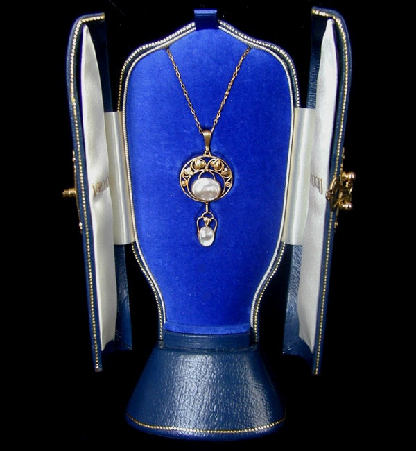 Liberty & Co. An Arts & Crafts / Art Nouveau gold necklace set mother of pearl. Circa 1900. - image 3