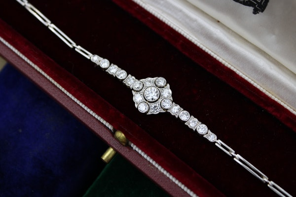 A very fine Edwardian Diamond Demi-Bracelet set in 18ct Gold and Platinum tipped, English, Circa 1910 - image 3