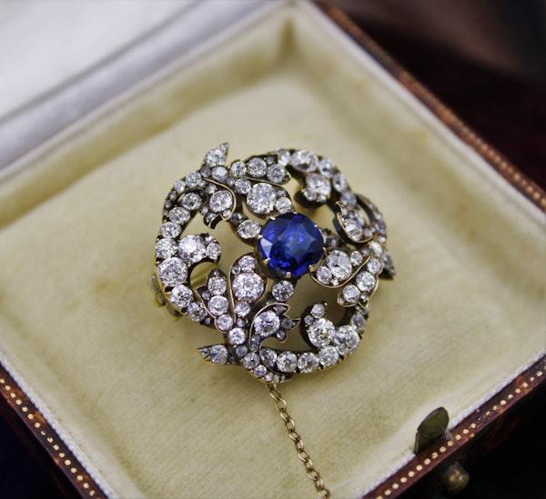 A superb Sapphire & Diamond Foliate Swirl Brooch, Russian, Circa 1900 - image 3