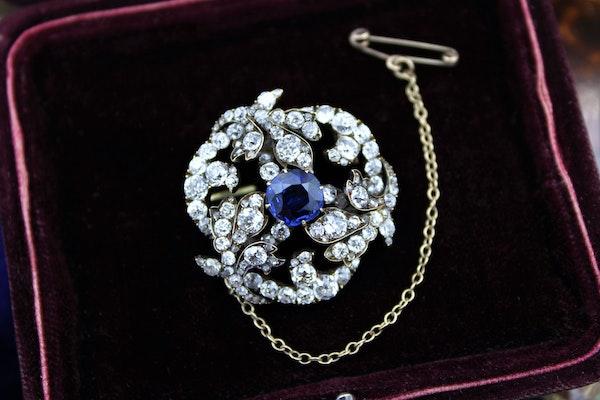 A superb Sapphire & Diamond Foliate Swirl Brooch, Russian, Circa 1900 - image 2