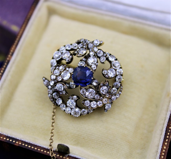 A superb Sapphire & Diamond Foliate Swirl Brooch, Russian, Circa 1900 - image 1