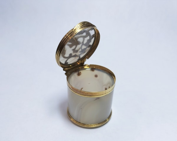 18th century French agate gold mounted pot - image 3