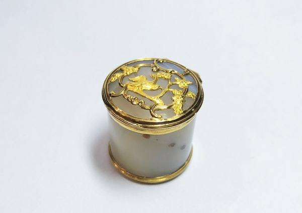 18th century French agate gold mounted pot - image 1