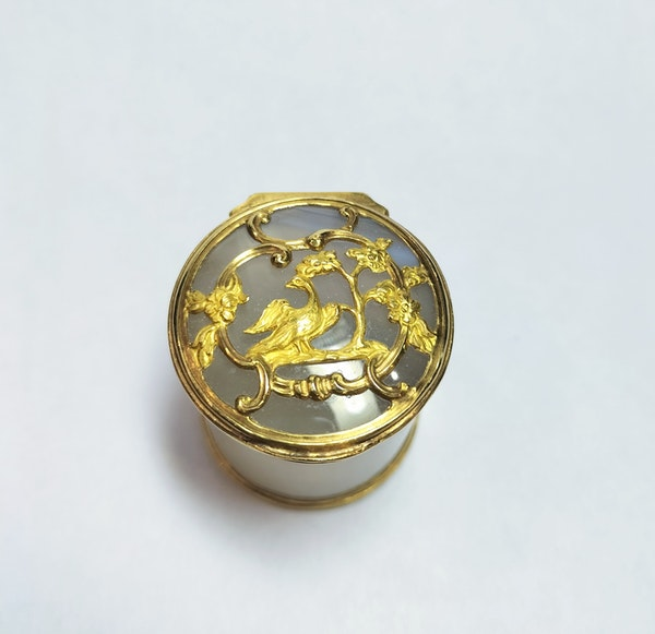 18th century French agate gold mounted pot - image 2