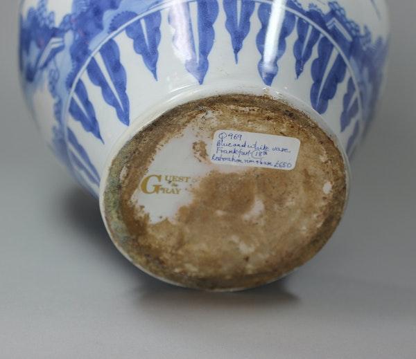 Frankfurt blue and white vase, 18th century - image 2