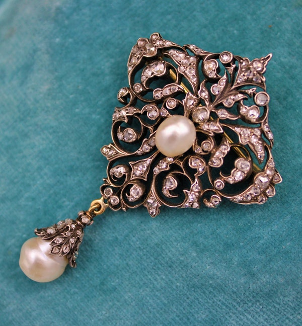 An exceptionally finely worked Natural Pearl & Diamond Brooch/Pendant set in 18ct Yellow Gold & Silver, French, Circa 1870 - image 2