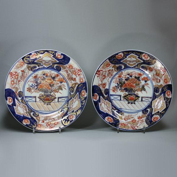 Pair of Japanese imari dishes, 18th century - image 1