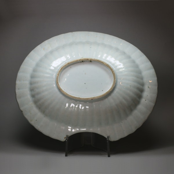 Chinese famille rose fluted barber's bowl, Qianlong (1736-95) - image 2