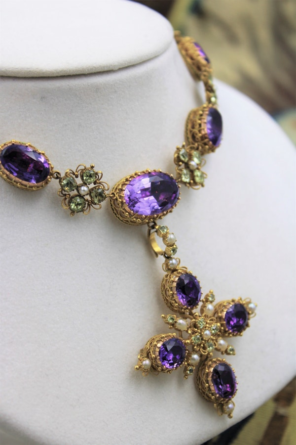 An exceptional example of a late Georgian Demi-Parure set with Amethysts, Seed Pearls and Chrysobery in High Carat Yellow Gold, English, Circa 1820 - image 2