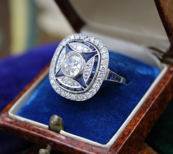 """A very substantial """"Art Deco"""" style Oval Diamond and Sapphire Plaque Ring, Mid to late 20th century. Pre-owned - image 3"""