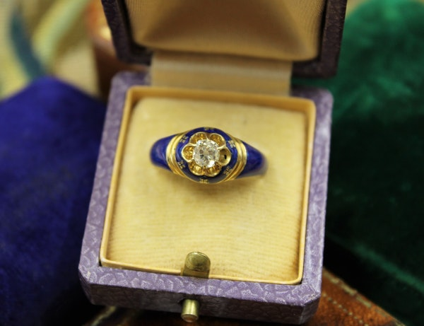 A very fine Diamond and Blue Enamel Mourning Ring set in 18ct Yellow Gold, English, Circa 1850 - image 1