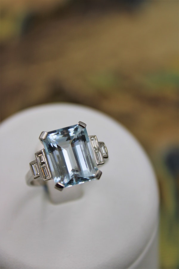 A very beautiful Platinum (marked) Aquamarine of approximately 8 Carats and Diamond stepped shouldered Ring, Mid 20th Century. - image 2