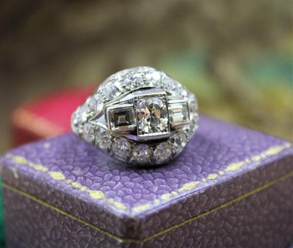 A very fine Art Deco Diamond Demi-Bombé Ring mounted in Platinum, French, Circa 1930 - image 3