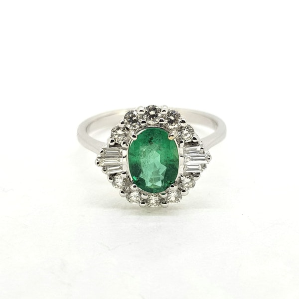 Emerald and Diamond ring in 18ct white gold - image 2