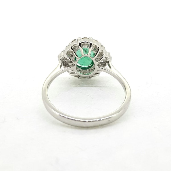 Emerald and Diamond ring in 18ct white gold - image 3
